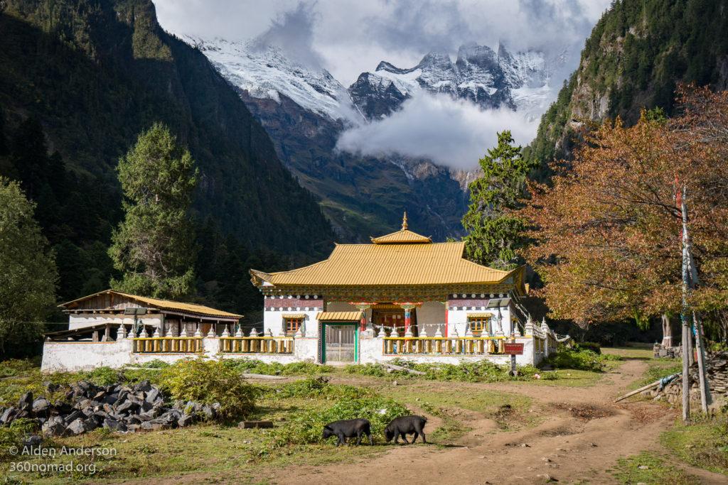 Lower Yubeng Quinu Bengding Monastery