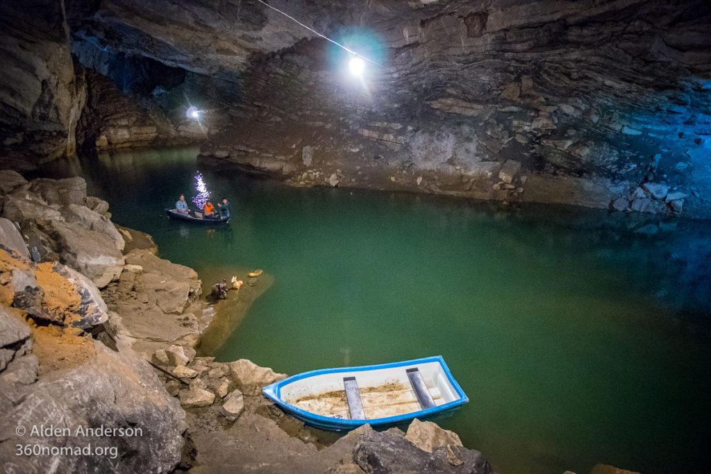 Tham Nang Aen Cave River