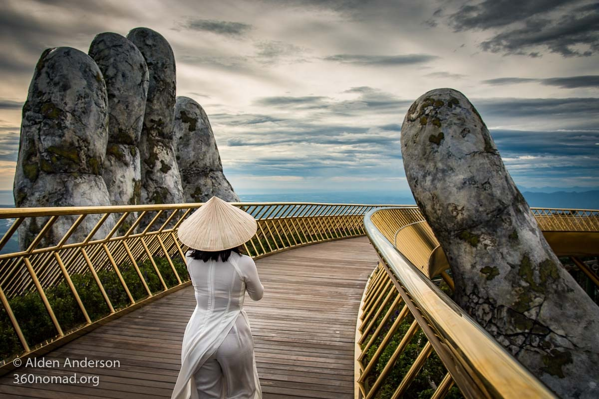 Golden Bridge, Da Nang Ao Dai