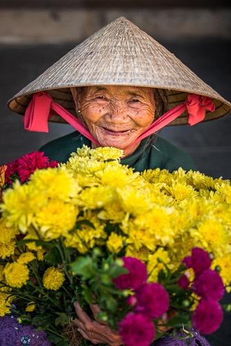 Huyen, selling flowers, Hoi An, Vietnam
